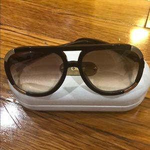 Chloe sunglasses with paper